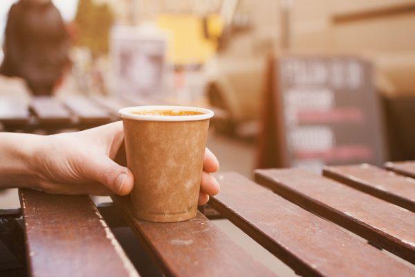 vasos desechables que te dan en cualquier cafetería